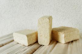 Proč topit dřevěnými briketami? Podívejte se na jejich výhody