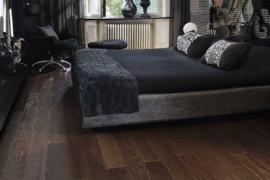 Laminátové versus dřevěné podlahy: Co je lepší?